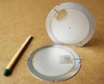 Wandlerplatte Piezoelement im Größenvergleich